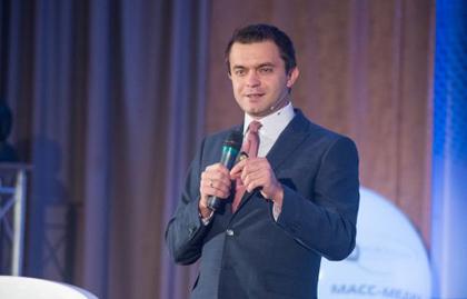 Ruslan Kukharchuk, during his talk. / Novomedia