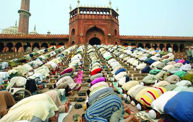 Praying moment at a Mosque. / GN,ramadan, mosque, Europe