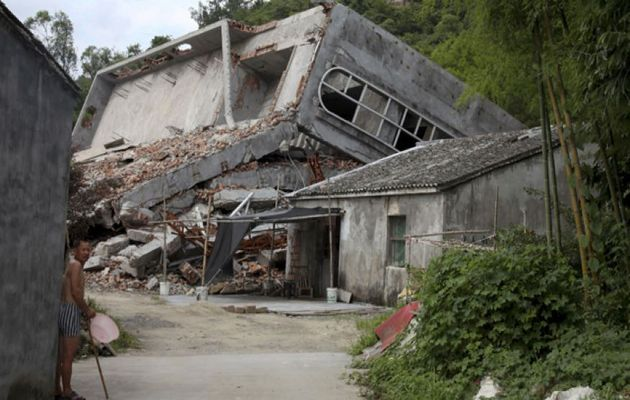 Authorities destroyed crosses at more than 130 churches in Wenzhou. / AP Photo, Didi Tang,