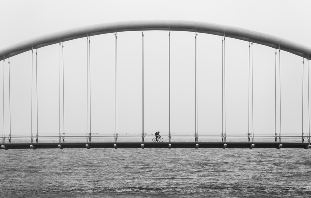 Photo: Matthew Wiebe (Unsplash),bridge black and white