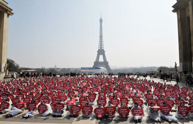 A demonstration in 2012 against new euthanasia laws in France. / Alliance Vita,soigner n'est pas tuer