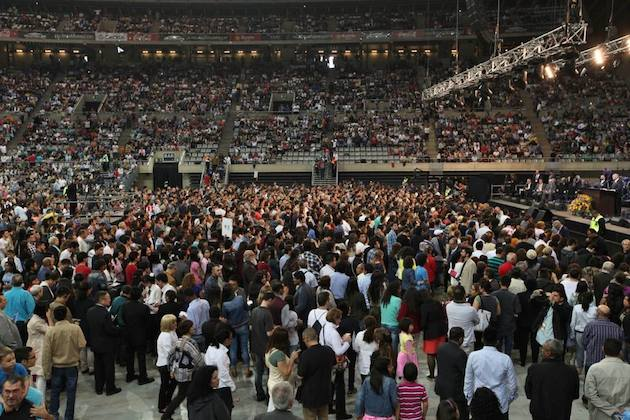 and more than 1.700 people took a decision for Christ. / Gabriela Perez,