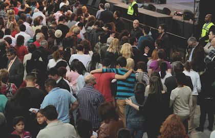 More than 1,700 prayed to accept Jesus.  / Gabriela Perez