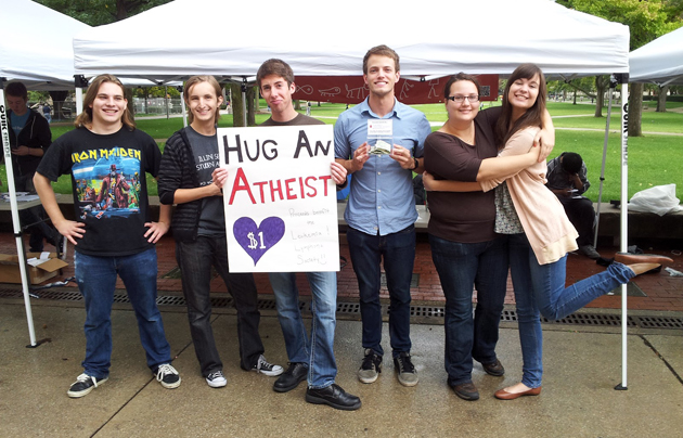 Atheist students campaign for their cause at the University of Illinois (USA). / ISSA,Atheists, students
