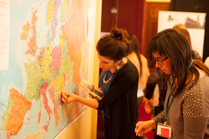 Participants at the conference, with a map of Europe. / EFN