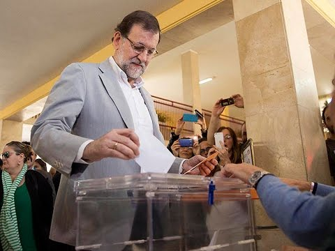 Spain's prime minister Rajoy saw how his party had big losses. / EFE