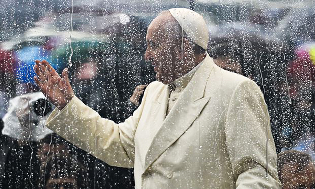 Image of Pope Francis greeting in Saint Peter's Square, last year. / The Guardian,Pope, rain, artistic