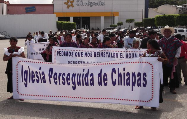 Christian demostrate in Chiapas last November, after suffering several attacks. ,CHiapas, Christians, evangelicals