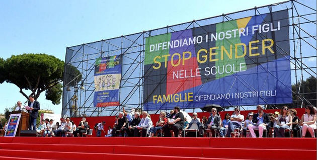Giacomo Ciccone speaking from the platform at the demonstration in Rome. ,Giacomo Ciccone, famiglie, Roma
