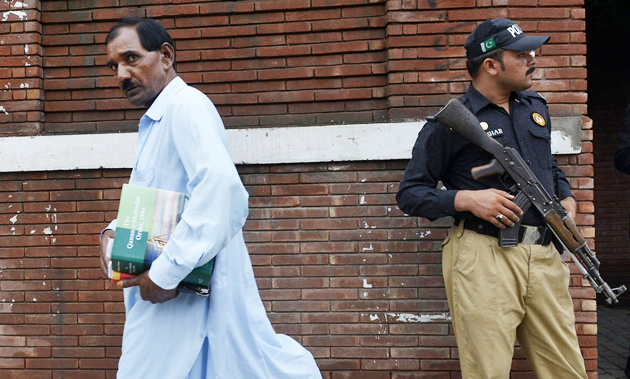 Ashiq Masih, husband of Asia Bibi leaving the court in Lahore on Tuesday. / AFP,husband, asia bibi, court, pakistan