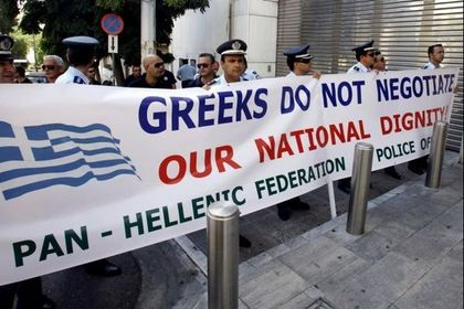 Greeks protesting against Euopean aid / Reuters