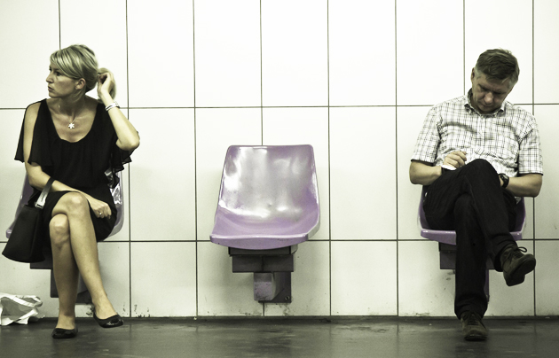 Passengers in a metro station. / Elvin (Flickr, CC),passengers, station, woman, man