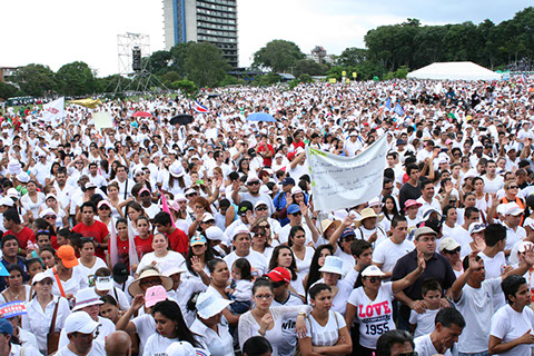 Thousands took part in the march for Jesus. / Maranata,march jesus, Costa Rica