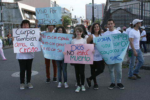 Youth was so active during the march. / Maranata