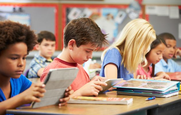 Students who use computers very frequently at school get worse results.,