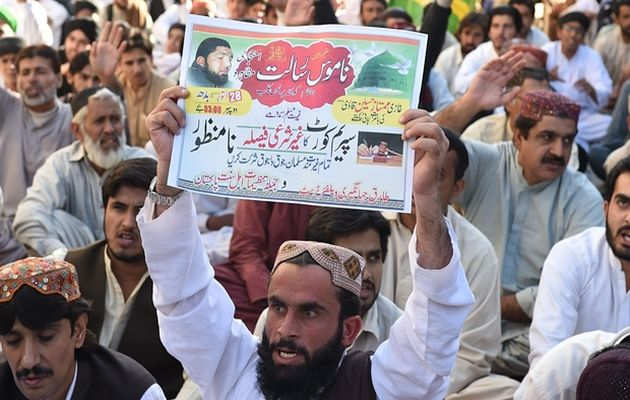 Protesters  expressing opposition to Pakistan's supreme court / Getty,