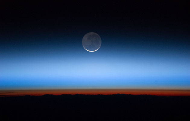 Moon over Earth. / Nasa (Flickr, CC)