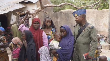 A Nigerian soldier with hostage women and children freed from Boko Haram. / Reuters