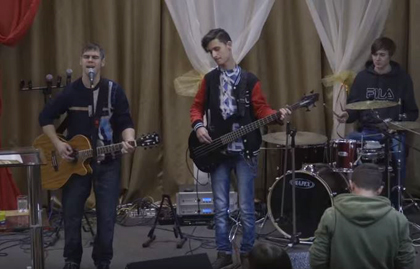 Some evangelicals moved to Mariupol to live their faith freely. / Vice News.