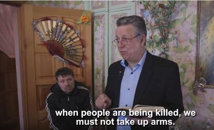 Elder Leonid Kryzhanovs in a home church. / Vice News