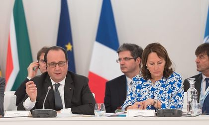 Hollande and environment minister Segolene (right) announces funds for Africa to  battle desertification / WITT