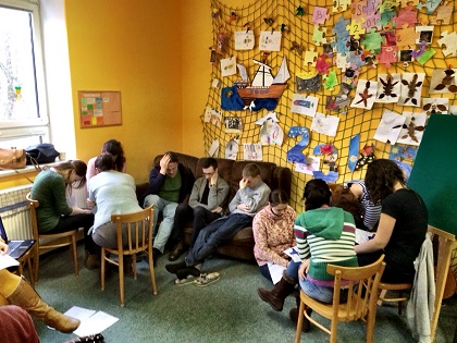 Sutdents pray together in the Czech Republic. / UKH