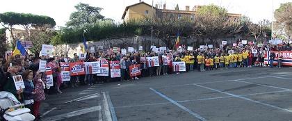 Protestors support the Bodnariu family in Rome, on Friday 8 January. / BuonaNotizia