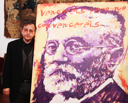 Painter Miguel Elias, awarded in 2015, with a portray of Unamuno. / PD