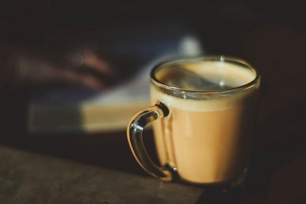Photo: Natalie Collins (Unsplash, CC),coffe, cup, book,