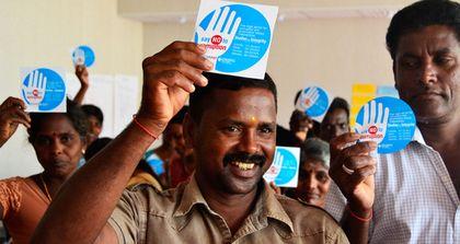 Protesters against corruption in Sri Lanka. / TI