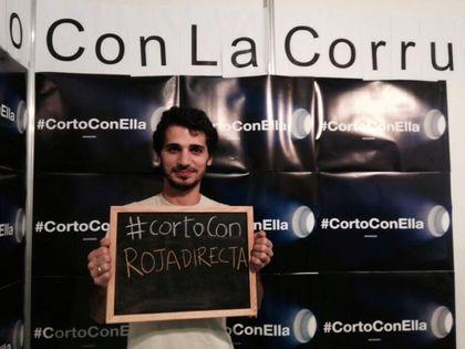 Spain GBU (IFES) students promoting #CortoConElla campaign
