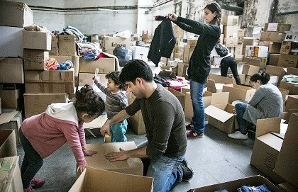 Volunteers organizing all the items received  / Rebost Solidari