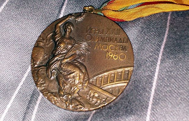 Bronze medal from the 1980 Summer Olympics / Gary Abraham (Wikipedia - CC BY-SA 3.0),