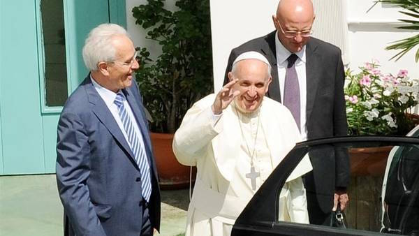 Giovanni Traettino with Pope Francis, after the visit to his pentecostal church. / Archive - Osservatore Romano,aei, assmbly, rome, italian evangelicals, churches