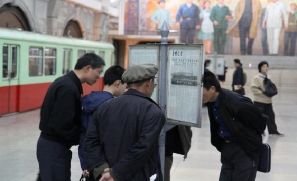 Foerm North Korean dictator Kim Il Sung.North Koreans read copies of a newspaper in a Metro railway station in downtown Pyongyang. / AFP,newspaper, north korean, kim il sung, metro, billy graham