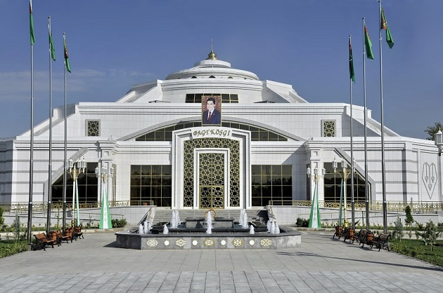 A governmental building in Mary, Turkmenistan. / Wendayys (Panoramio, Google),mary, turkmenistan, religious freedom