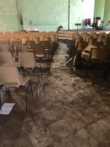 The evangelical church in Manosque, after the attack. / Le Dauphine