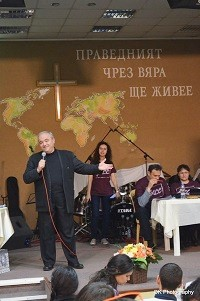 Beginning the contest in prayer. / Bulgarian Christian Students Union