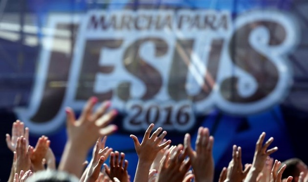 A moment of the 2016 March for Jesus celebration. / Reuters,march for jesus, brazil, english