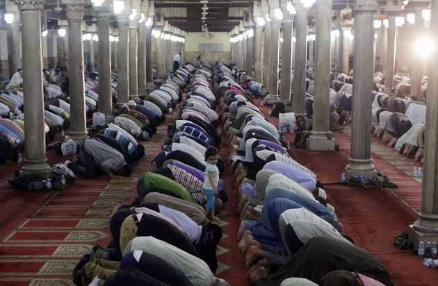 Muslims gather to pray during the Ramadan. ,ramadan, start, christians