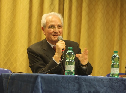 Giovanni Traettino addresses the public during the 2016 Italian Evangelical Alliance General Assembly in Rome, April 2016. / J. Forster