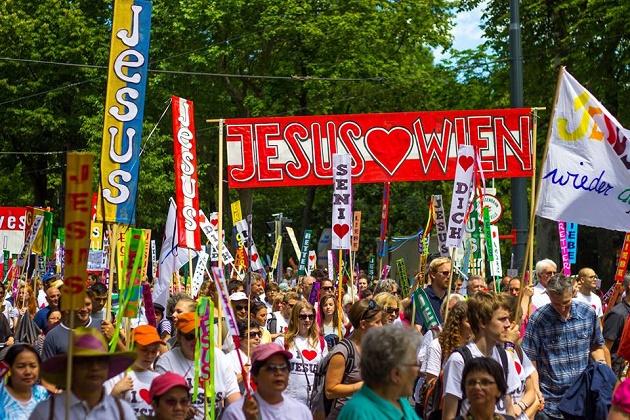 Thousands walked through streets of Vienna to celebrate Jesus. / Photo: Facebook Marsch für Jesus,