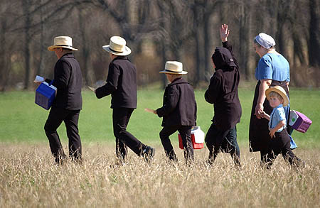 An Amish family. / Reuters