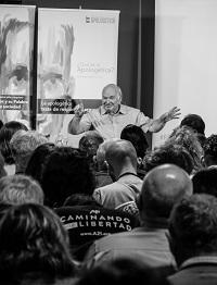 Lennox speaking at the Apologetics Forum. / J.P. Serrano