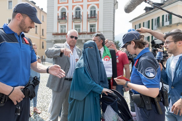 Nora Illi was the first woman to be fined in Locarno fro wearing a burka. The media covered the moment she was banned. / Swissinfo,