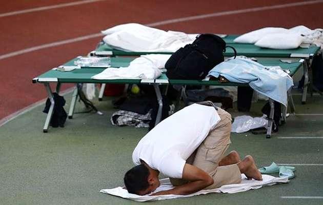 A Muslim refugee prays in a shelter in Hanau / Reuters,