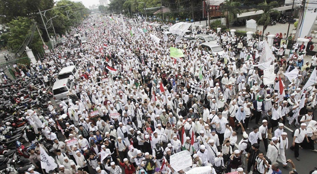 Protesters take a thoroughfare in Central Jakarta on Friday during the rally. / Jakarta Post,