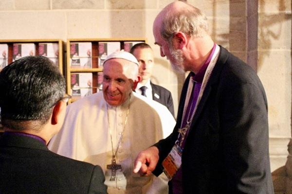 From left to right: WEA Secretary General Efraim Tendero, Pope Francis, and Chairman of EEA Theological Comission Thomas Shirrmacher; in Lund. / Photo: EEA,Thomas Schirrmacher, Pope Francis