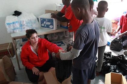 Preparing the aid packs. / GAiN Spain