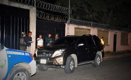 The car of pastor Machado after the attack. / La Prensa